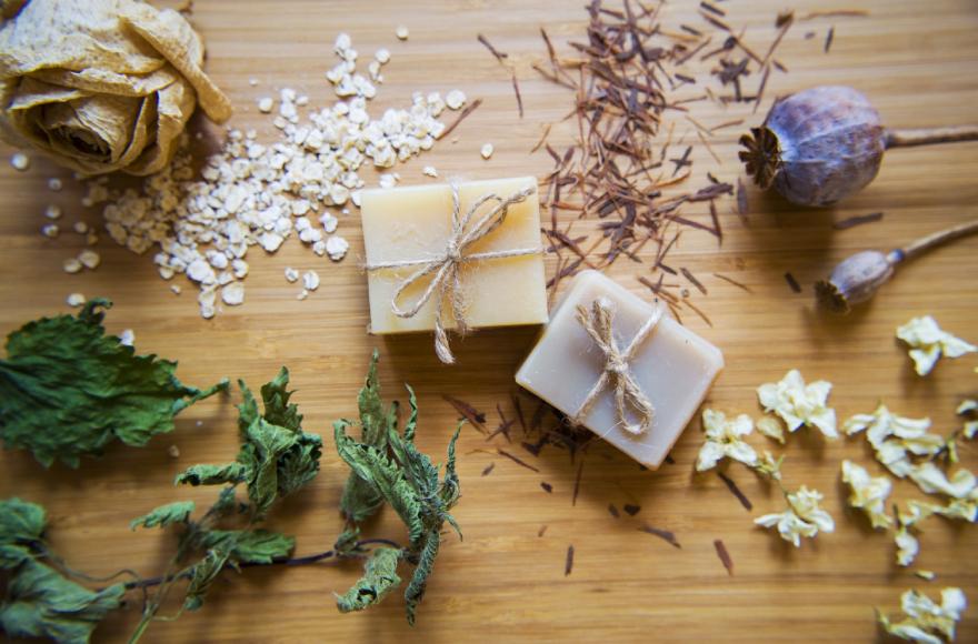 Saf ve Doğal Sabunlar İle Saç, Vücut ve Yüz Bakımı